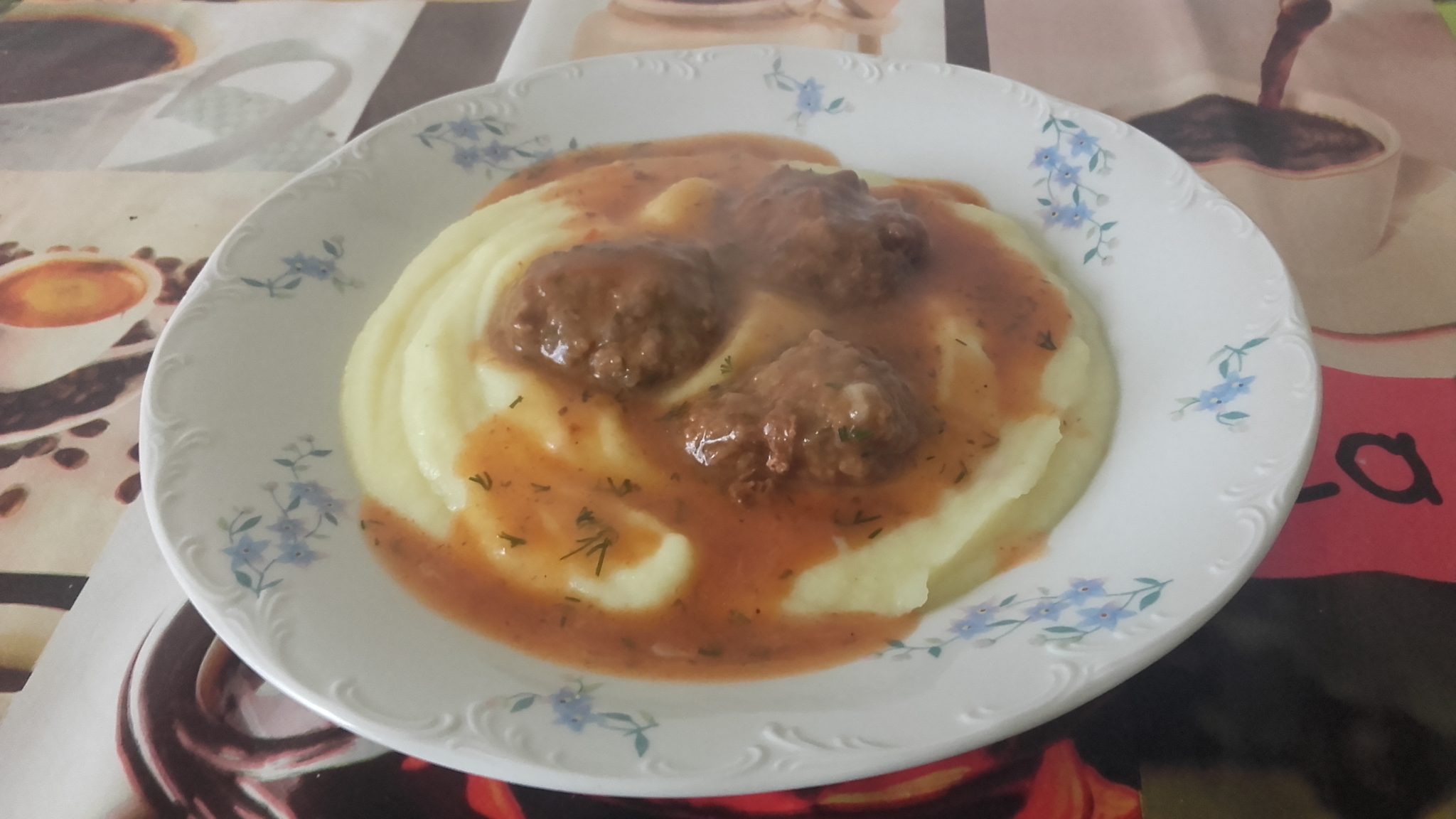 Chiftelute marinate cu piure de cartofi
